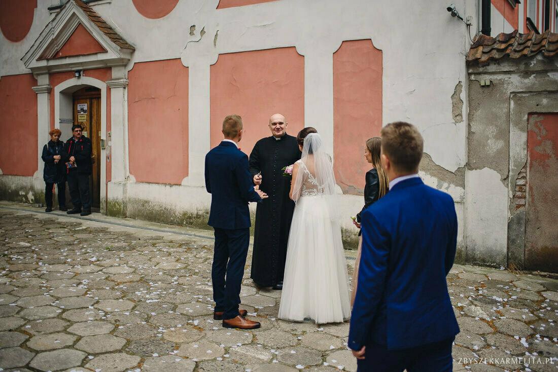 ceremonia klasztor w Ladzie Dworek Czardasz zbigniew karmelita fotografia konin 0030 1 -