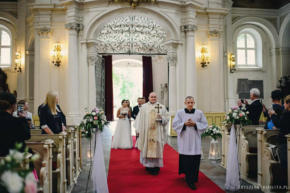 ceremonia klasztor w Ladzie Dworek Czardasz zbigniew karmelita fotografia konin 0033 1 -