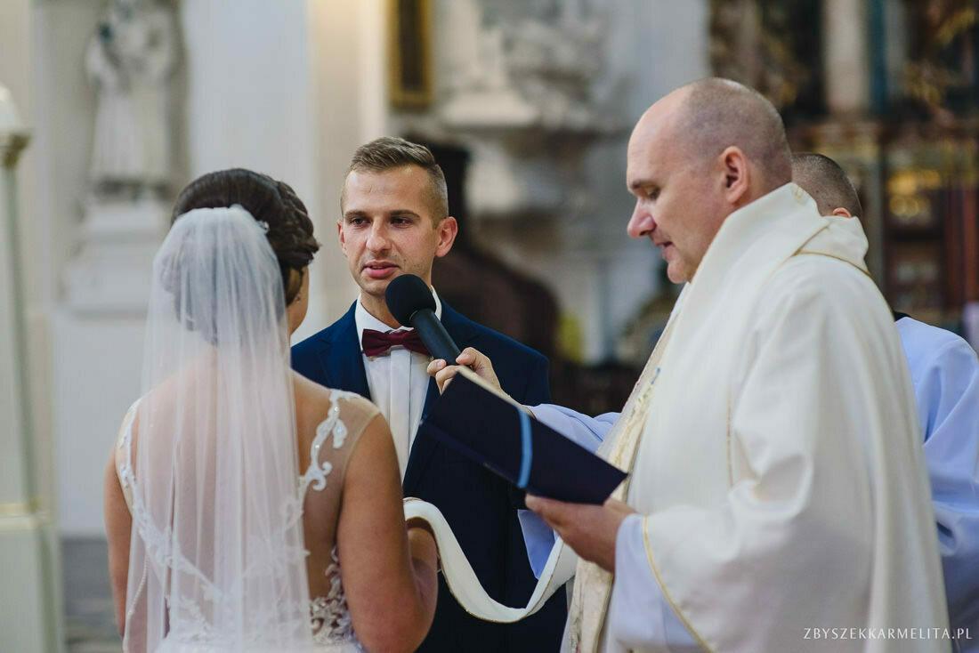 ceremonia klasztor w Ladzie Dworek Czardasz zbigniew karmelita fotografia konin 0040 1 -