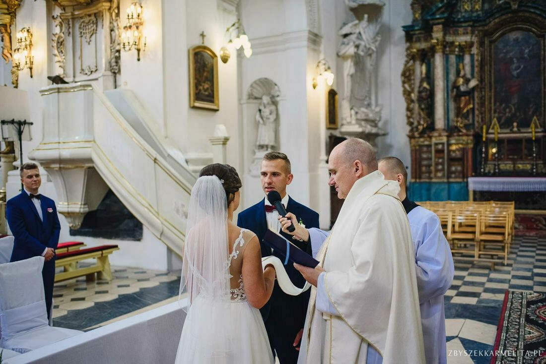 ceremonia klasztor w Ladzie Dworek Czardasz zbigniew karmelita fotografia konin 0041 1 -