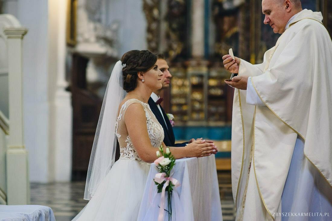 ceremonia klasztor w Ladzie Dworek Czardasz zbigniew karmelita fotografia konin 0048 1 -