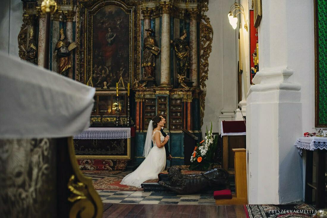 ceremonia klasztor w Ladzie Dworek Czardasz zbigniew karmelita fotografia konin 0050 1 -