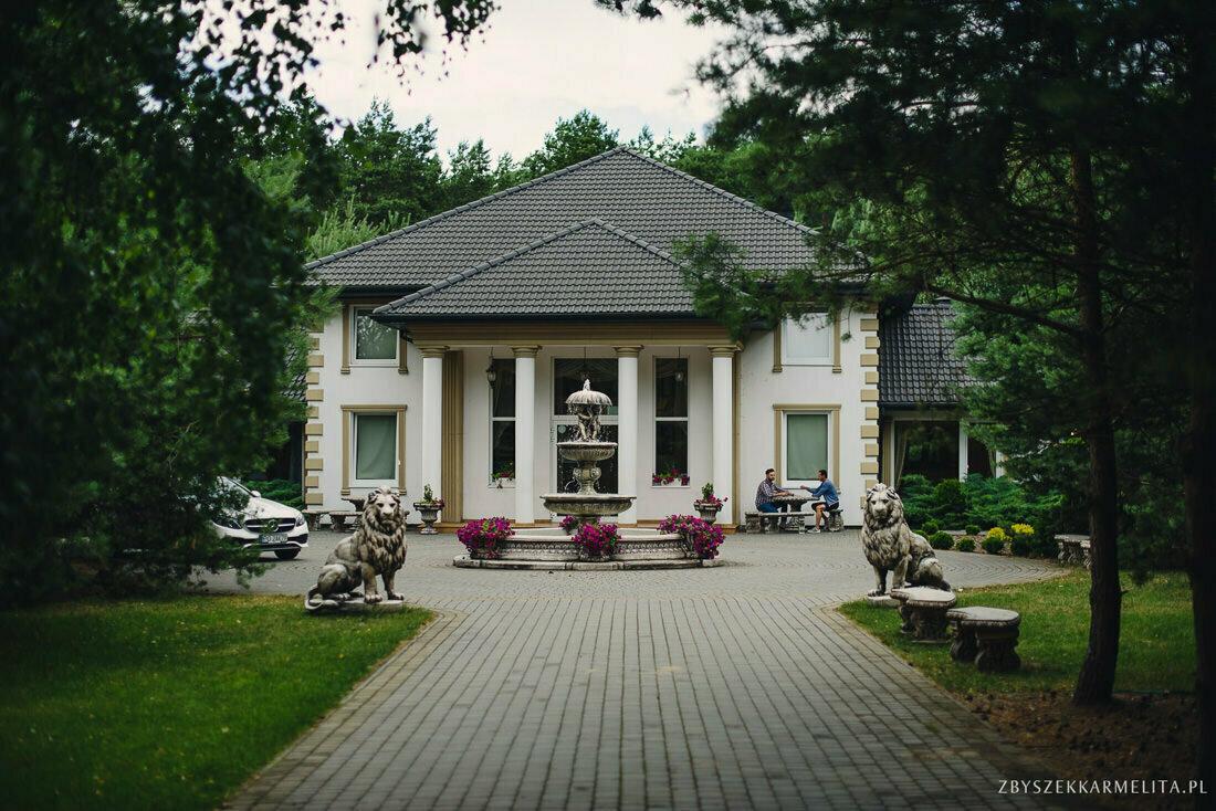 ceremonia klasztor w Ladzie Dworek Czardasz zbigniew karmelita fotografia konin 0059 1 -
