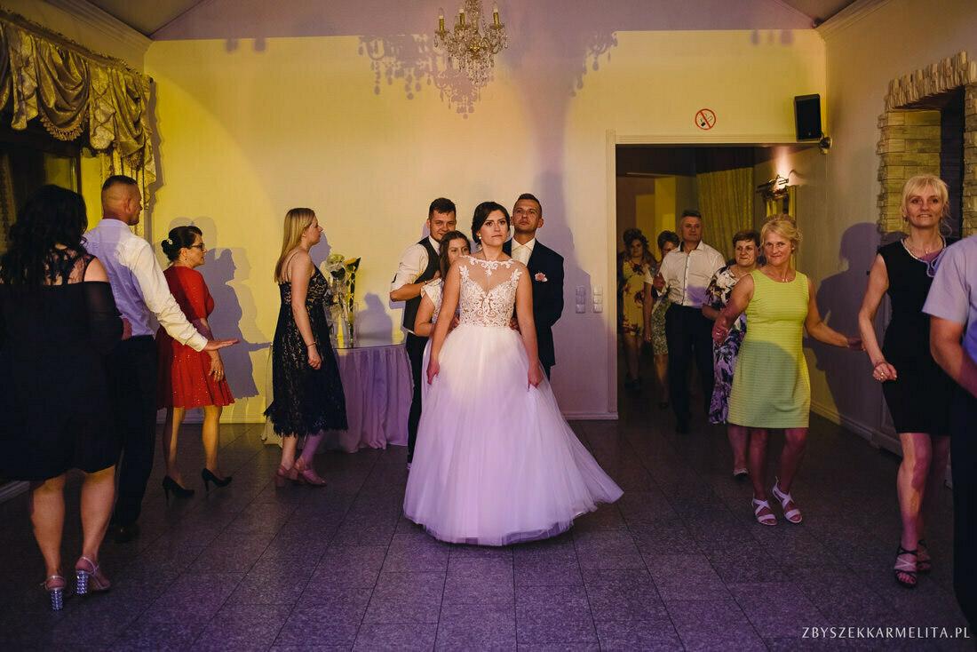 ceremonia klasztor w Ladzie Dworek Czardasz zbigniew karmelita fotografia konin 0121 1 -
